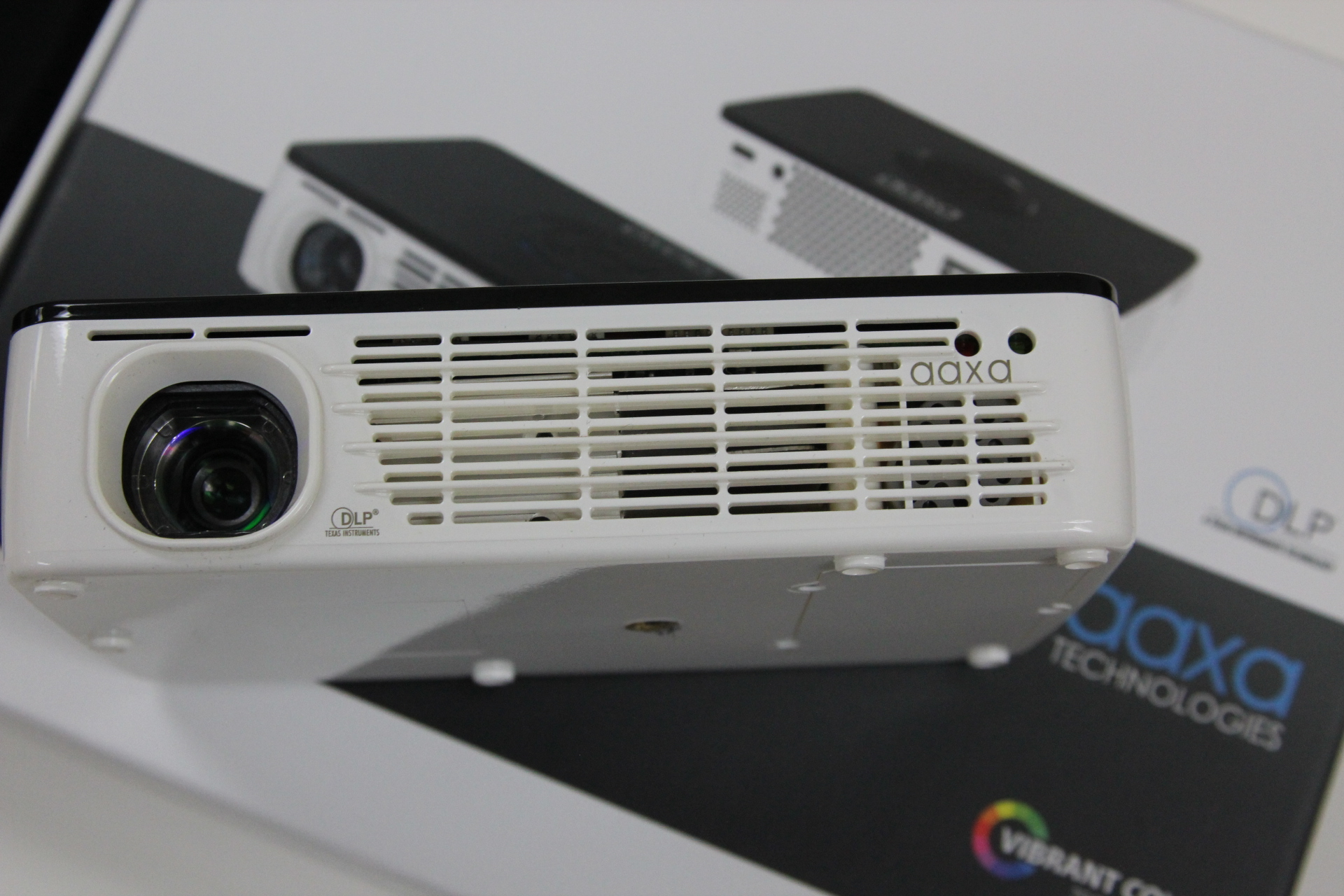 Aaxa p300 pico micro projector review pico projector fans for Micro projector reviews